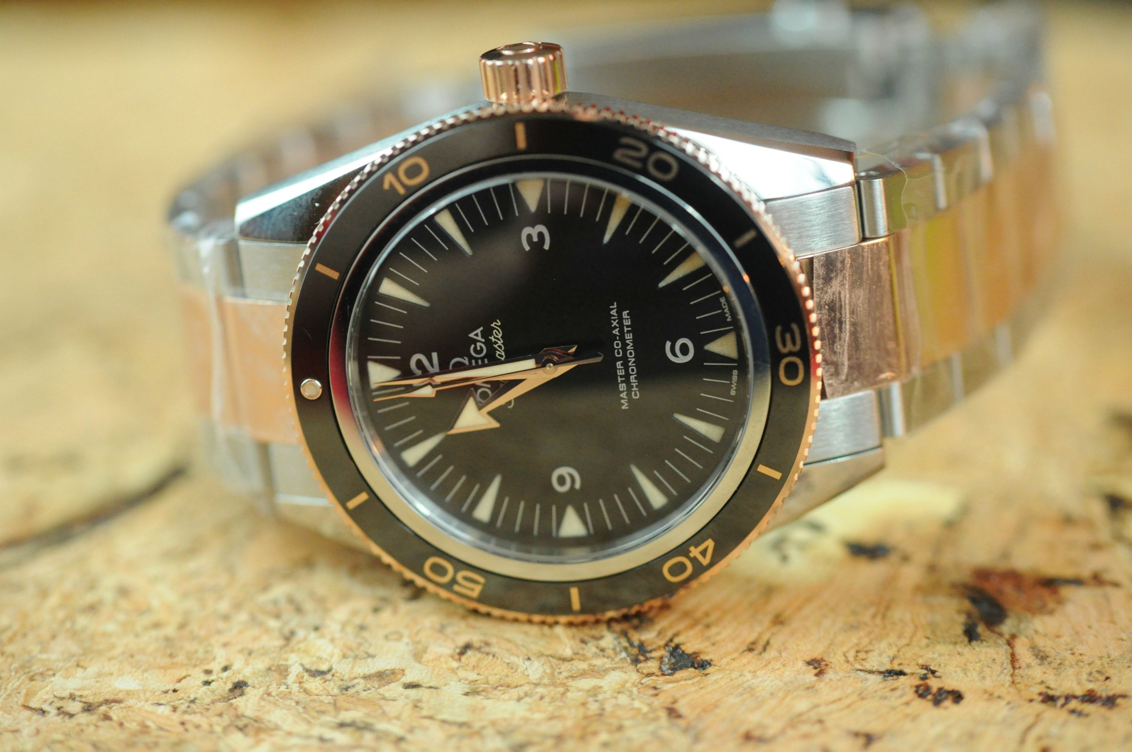 Omega Authorized Dealer >> BNIB Omega Seamaster 300 Master Co-Axial Stainless & Cedna Gold Ref. 233.20.41.21.01.001 - SOLD